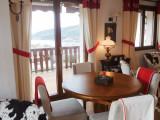 gi002-espace-repas-avec-une-belle-vue-lac-859235