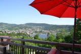 Vue sur le lac depuis la terrasse de la maison d'hôtes Chalet des Roches Paîtres